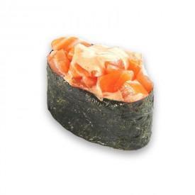 Суши Гунканы «Острый копченый лосось»
